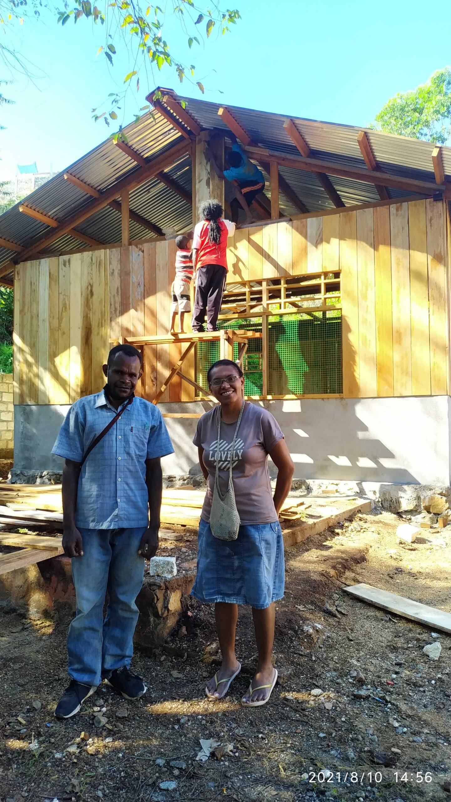 Nova (rechts) bezoekt de bouwlocatie   Hapin
