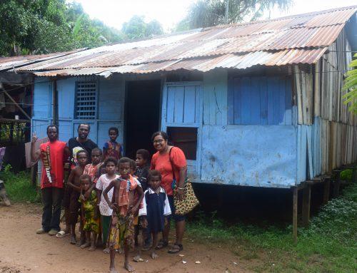 Schoon drinkwater en solarlampen voor de Kokoda Papoea's
