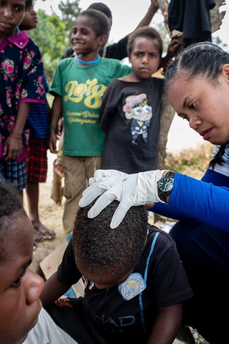 Onderzoek van hoofd Nudga Papua