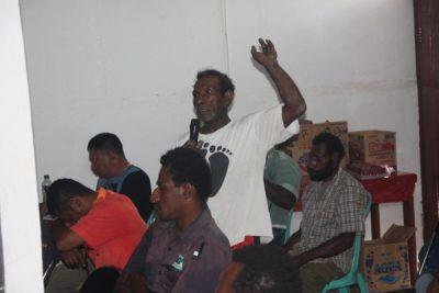 Landeigenaar Filemon Basik Basik voelt zich verraden door de eigenaren van de palmolieplantage
