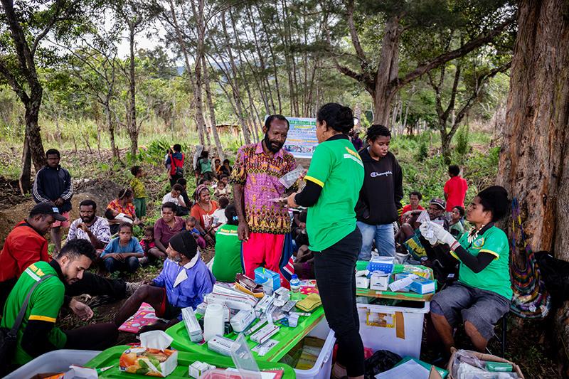 Medicatie wordt uitgedeeld Nduga Papua