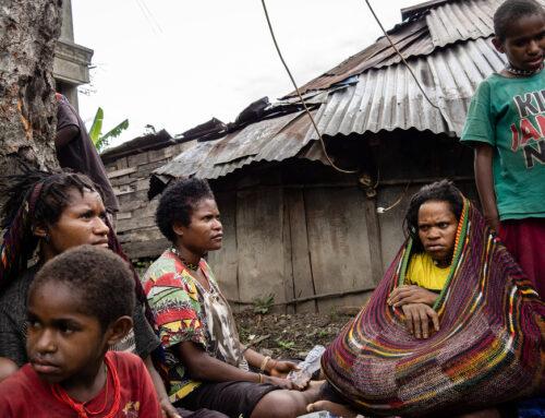 Twintigduizend Papoea's op de vlucht in eigen land – Hapin en Rajori slaan de handen ineen