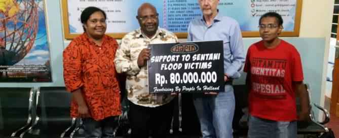 Donatie hapin aan de GIDI kerk