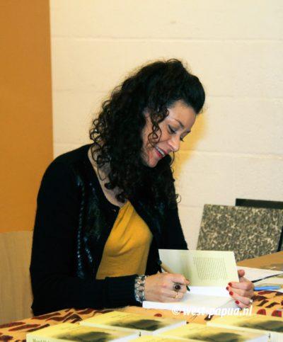 Merel Hubatka signeert haar boek Norman